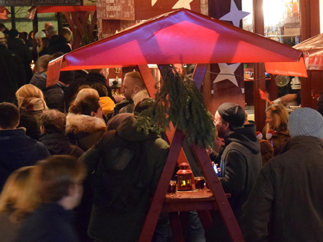 Striezelmarkt Glühwein Dresden